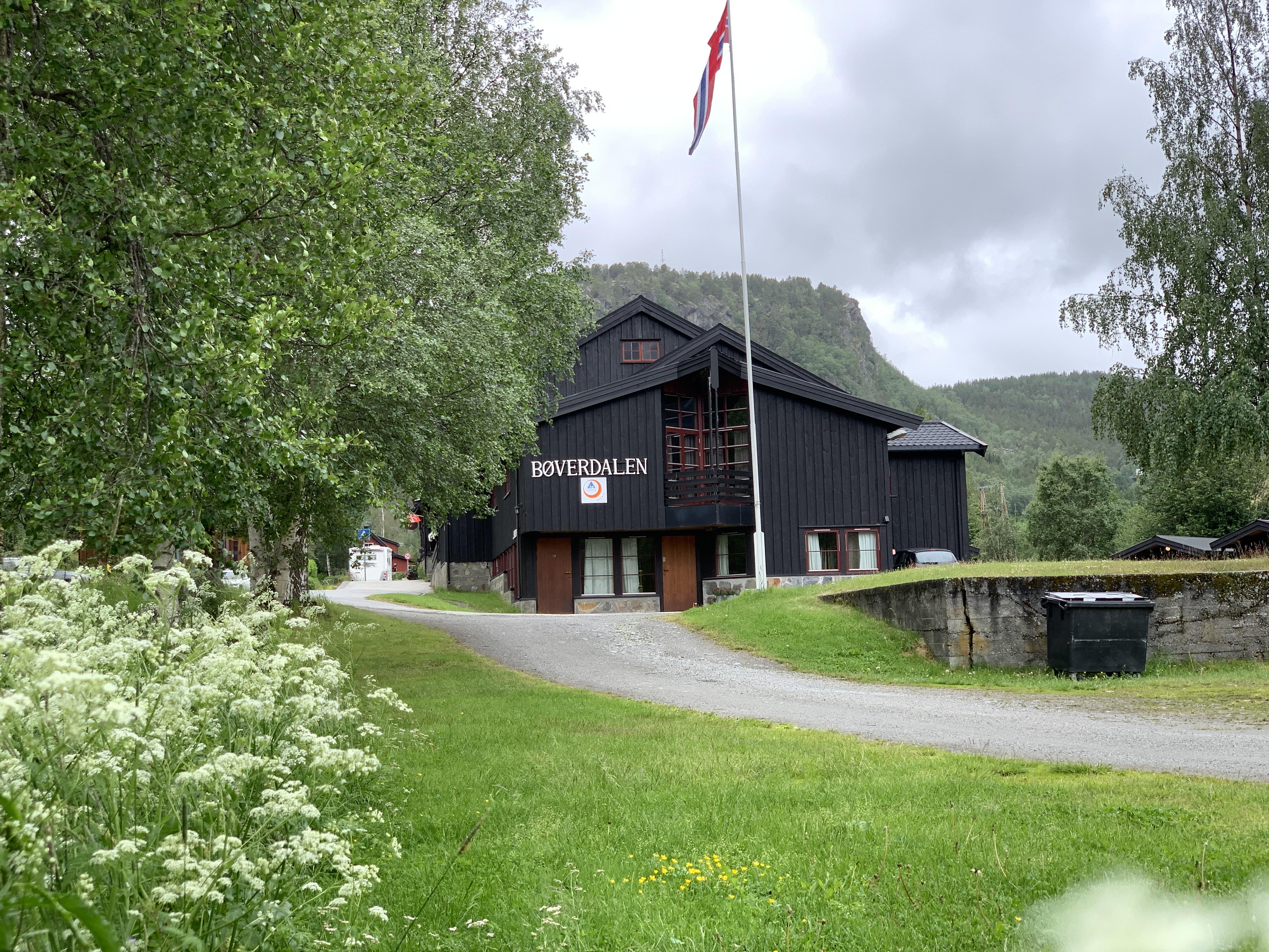 Bøverdalen vandrerhjem   Hostel og camping   Camping